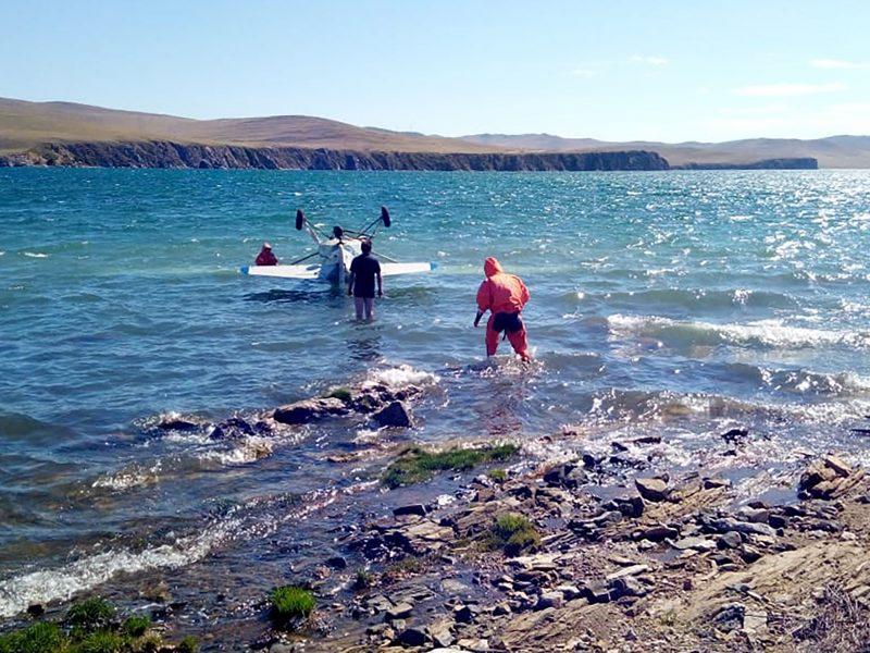 Rusijoje surengta ekologinė plaukimo estafetė per Baikalo ežerą