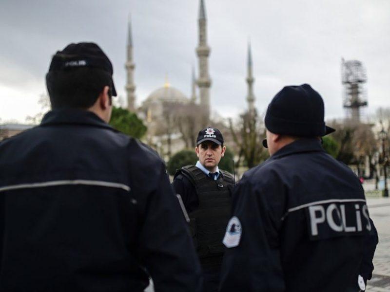 Turkijos teismas įkalino vyrą, kuris užpuolė šortus mūvėjusią moterį