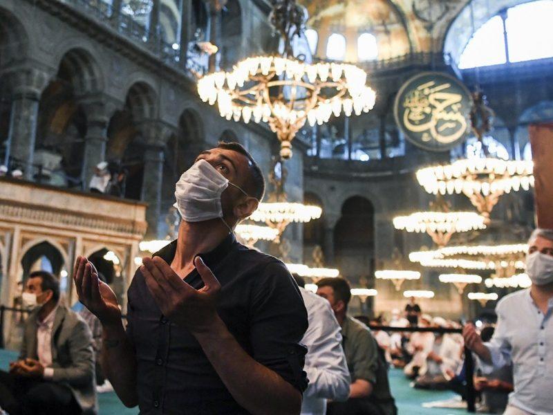 Talibai Švč. Išminties sobore Stambule iškėlė judėjimo vėliavą
