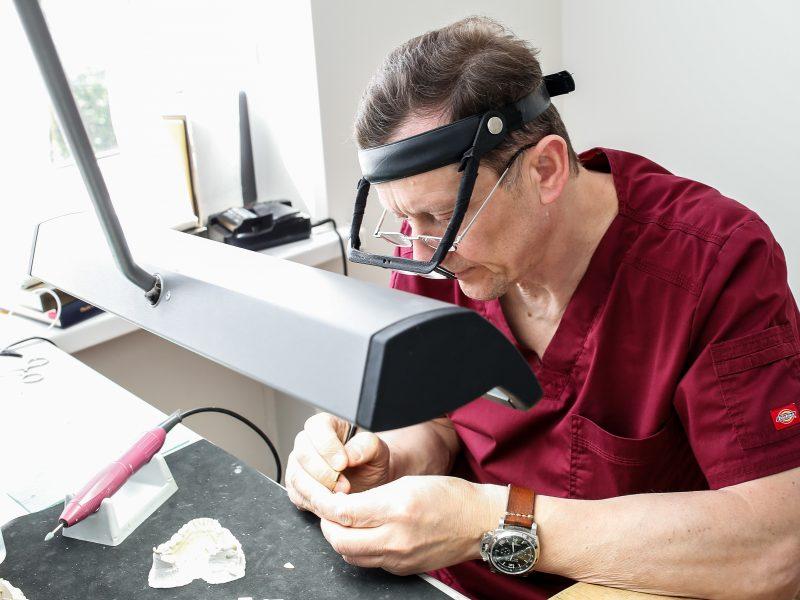 Odontologai neišsikelia iš pastato Pievų Tako gatvėje