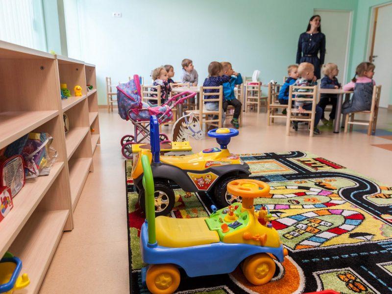 Vyriausybei rekomenduojant nevesti vaikų į darželį tėvai galės gauti išmoką