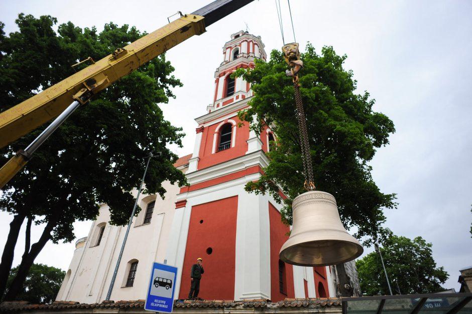 Bažnyčios šventoriuje iškastas prieš tris savaites rastas varpas