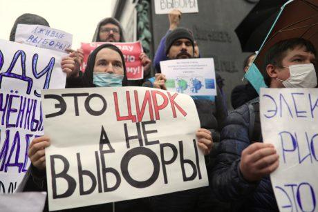 Maskvoje šimtai žmonių protestavo prieš parlamento rinkimų rezultatus