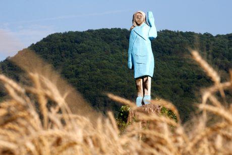 Slovėnijoje padegta Melanios Trump statula