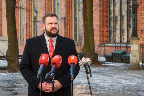 Latvijos ekonomikos ministras J. Vitenbergas palieka postą