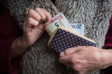 Vyriausybė pritarė papildomai išmokai vienišiems senjorams