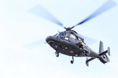 Gelbėjimo operacija naktį: pakeltas Karinių oro pajėgų sraigtasparnis