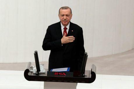 R. T. Erdoganas – vienas menamų priešų apsuptyje