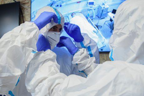 JAV imunologas apie lengvą koronaviruso plitimą: tai – baisiausias košmaras