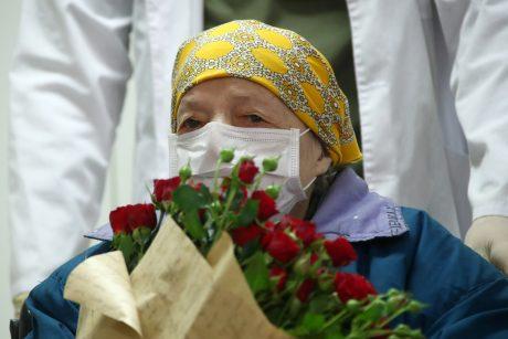 Šimtametė rusė pasveiko nuo koronaviruso