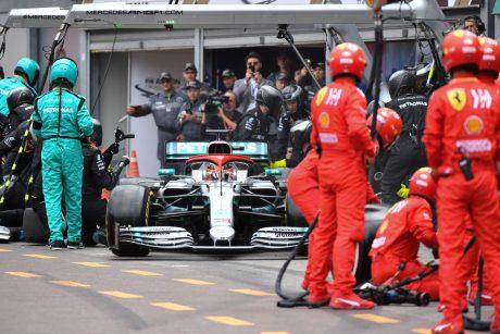 """Monako """"Grand Prix"""" lenktynėse nugalėjo britas L. Hamiltonas"""