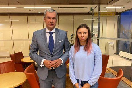 Į Baltarusiją atsisakiusi grįžti olimpietė K. Cimanouskaja atvyko į Lenkiją