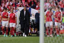 Futbolo pasaulis mėgina atsigauti po incidento per Danijos ir Suomijos rungtynes