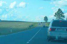 Eismo nelaimė Kauno rajone: vairuotojas ir keleivis – reanimacijoje <span style=color:red;>(atnaujinta)</span>